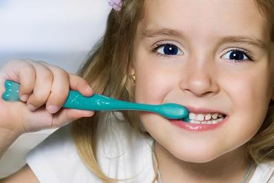 Higiena jamy ustnej – wieczorne rytuały. Dlaczego są tak ważne? Przeczytaj, rozwiąż QUIZ i weź udział w konkursie z nagrodami