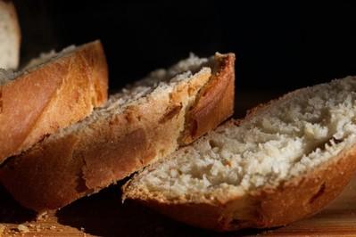 Jak rozmrażać chleb, żeby był smaczny i chrupiący: 3 sposoby na rozmrażanie chleba