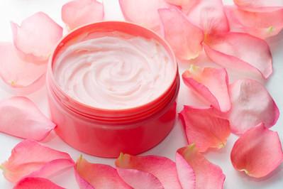 Czego nie powinny zawierać kosmetyki dla przyszłych mam?