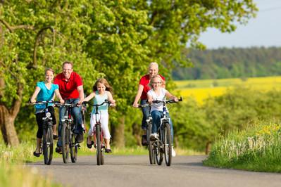 Rodzinna wycieczka rowerowa: idealny pomysł na wiosenny weekend