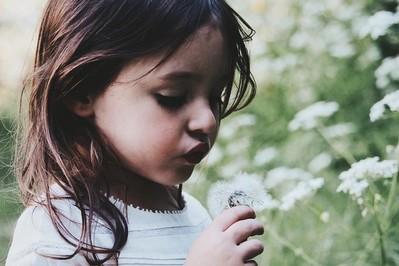 Jaki syrop na przeziębienie dla dzieci? 3 przepisy na domowe syropy