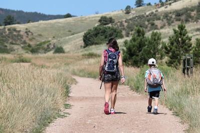 Wygodne podróżowanie: jak zmniejszyć bagaż wyjeżdżając z dzieckiem?