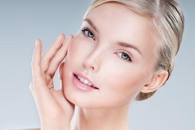 Chroń skórę twarzy! 6 sposobów na opóźnienie procesów starzenia