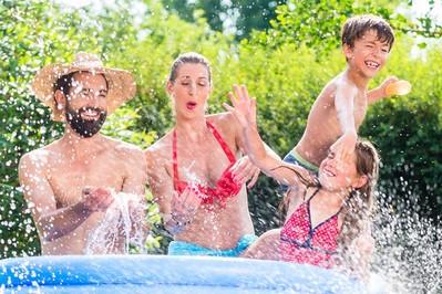 Baseny ogrodowe — gadżety sportowe na lato