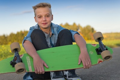 Prezent na komunię dla chłopca NA CZASIE: smartwatch, deskorolka elektryczna, aparat CENY