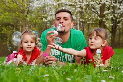 DEET dla dzieci? Jak chronić maluchy przed insektami?