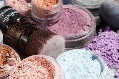 Kosmetyki mineralne – makijaż, który upiększa i leczy