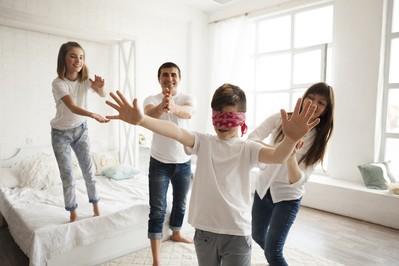 Co robić z dzieckiem w domu? 100 pomysłów na zabawy!