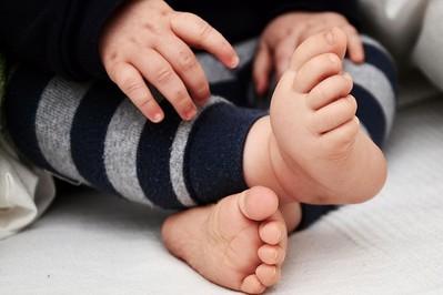 Pierwsze kroki dziecka w butach czy bez?
