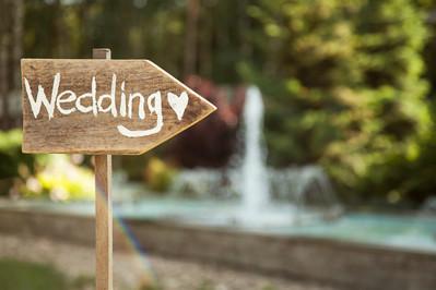 Kwiaty na stół weselny - aranżacje i inspiracje