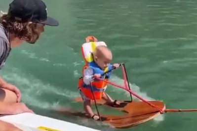 FILM: Maluch na nartach wodnych oburzył internautów!