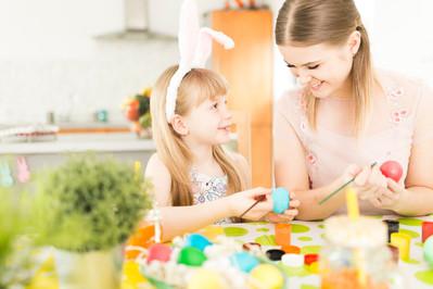 Wielkanocne zwyczaje – jak je wyjaśnić dziecku?