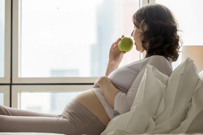 Nowe wytyczne opieki okołoporodowej: najważniejsze zmiany dla ciężarnych [KOMENTARZ EKSPERTA]