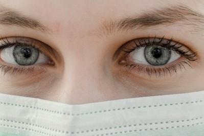 Grypa a koronawirus – jak odróżnić te choroby? Prosta INFOGRAFIKA różnice