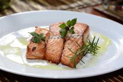Ryba na Wigilię – co zamiast karpia?
