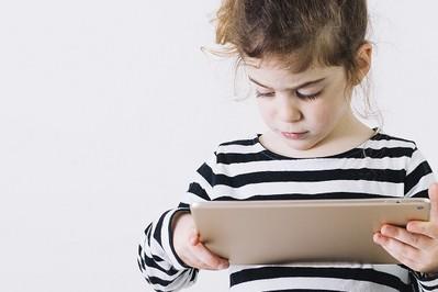 Najnowsze badania: Dzieci oglądają pornografię!