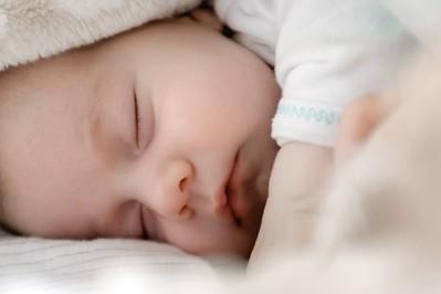Rodzice wcześniaków szczepieni na COVID-19 w pierwszej kolejności