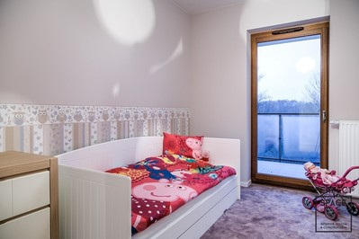 Projektowanie wnętrz: jak urządzić mieszkanie przyjazne dziecku?