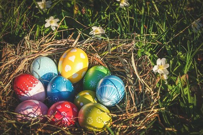 Malowanie jajek na Wielkanoc - naturalnie, woskiem, a może decoupage? FILMIKI