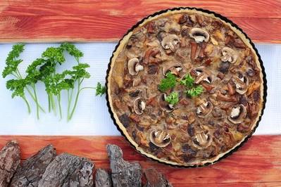 Tarta grzybowa z sosem pieczarkowym