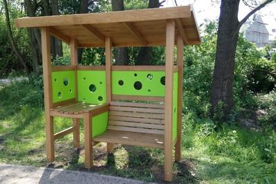 Specjalne ławki dla karmiących mam! 6 nowych miejsc w Warszawie