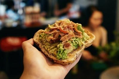 Pasty na tosty BEZ awokado: 2 przepisy na wegetariańskie pasty do kanapek dla dzieci i dorosłych