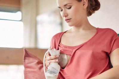 ABC początków karmienia piersią: brak pokarmu, siara, breast crawl i... nawał pokarmu!