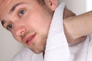 Podrażniona skóra twarzy po goleniu