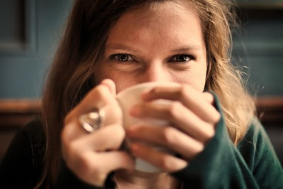 Sposoby na mniejszy stres – porady z przymrużeniem oka