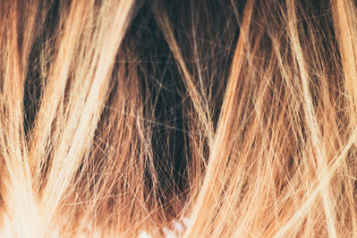 Słoneczna koloryzacja jak u gwiazd – postaw na gorącą fryzurę