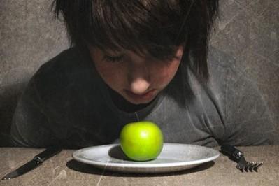 Zaburzenia odżywiania  - niebezpieczeństwo grożące nastolatkom