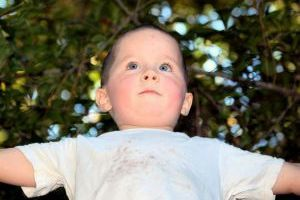 Trzylatek bije rodziców - co zrobić?