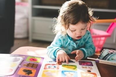 11 miesiąc życia dziecka: rozwój fizyczny i emocjonalny, co umie 11 miesięczne niemowlę