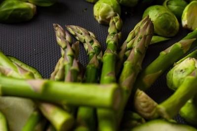 Szparagi: jak zrobić. Dwa proste przepisy na zielone szparagi po włosku