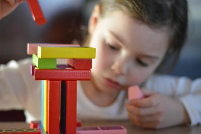 Drewniane zabawki - dlaczego są lepsze. Postaw na kreatywność