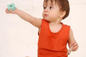 Jesienne zabawy dla dzieci w wieku od 1 do 36 miesięcy