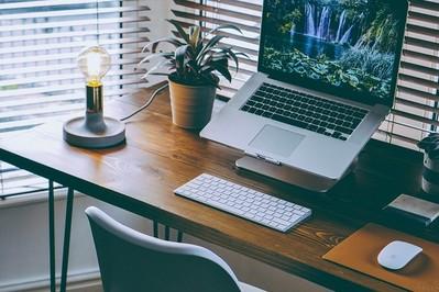 Pierwszoklasista: gdzie ustawić biurko w pokoju dziecka?