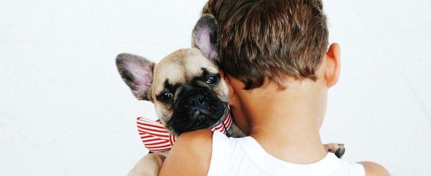 """Pies w rodzinie z dzieckiem: 5 argumentów """"za"""" psem w domu"""