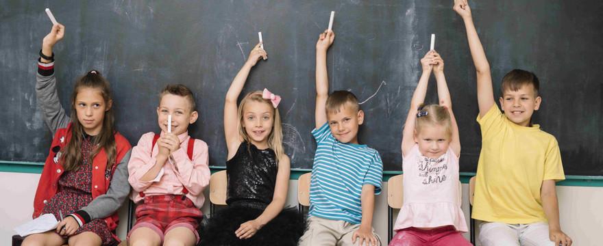 """Program """"Dobry Start"""" – wyprawka 300 plus dla uczniów. Kiedy? Dla kogo? Ile?"""