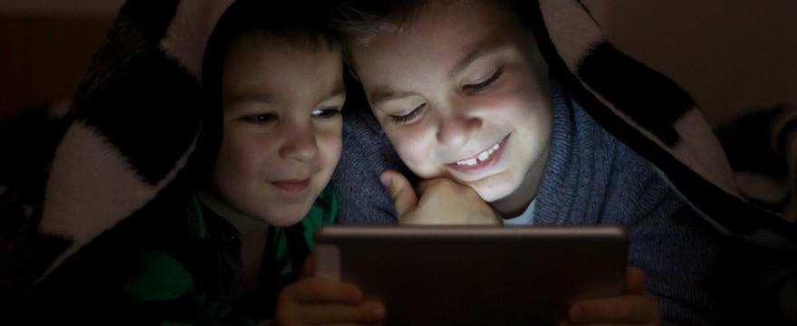 Najgorsze rzeczy, których dziecko może nauczyć się przez Internet!