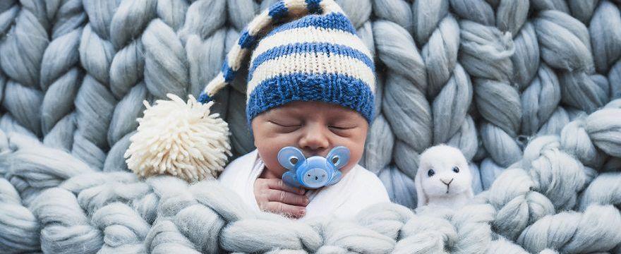Jak ubrać dziecko wychodząc ze szpitala: zestawy na 4 pory roku