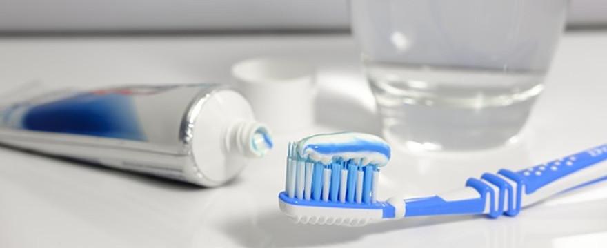 Tej pasty do zębów nigdy nie kupuj! Groźny składnik wywołujący raka!
