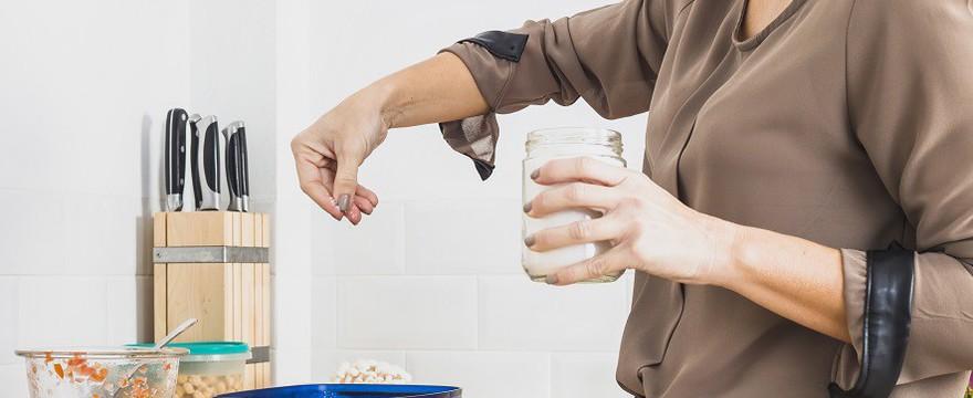 Czym zastąpić sól? [LISTA ZAMIENNIKÓW]