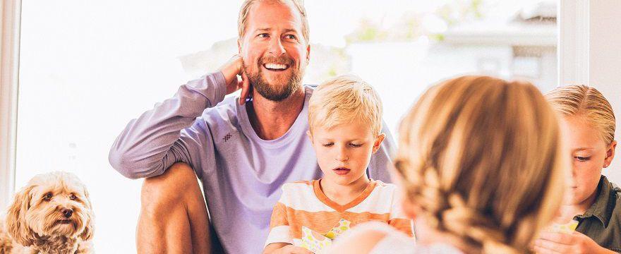 Świadczenia rodzinne 2018: kiedy wnioski, jakie kwoty. ZOBACZ co Ci się należy