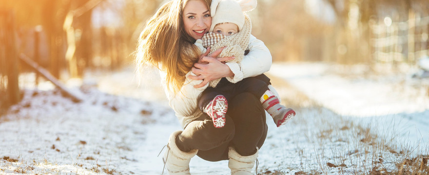 Spacer z dzieckiem na mrozie - ile powinien trwać?