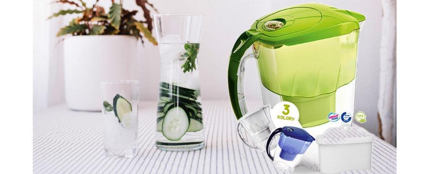 Szybki sposób na czystą wodę do picia! Dzbanki filtrujące wodę znowu w Biedronce