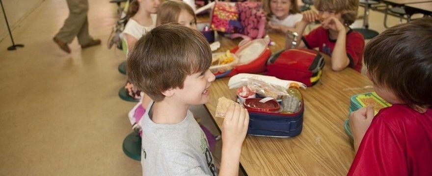 Koronawirus: Czy dziecko musi chodzić do szkoły?