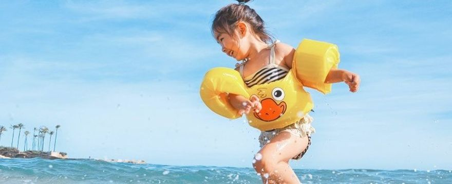 Udar słoneczny u dziecka – jak go rozpoznać? Objawy i POSTĘPOWANIE