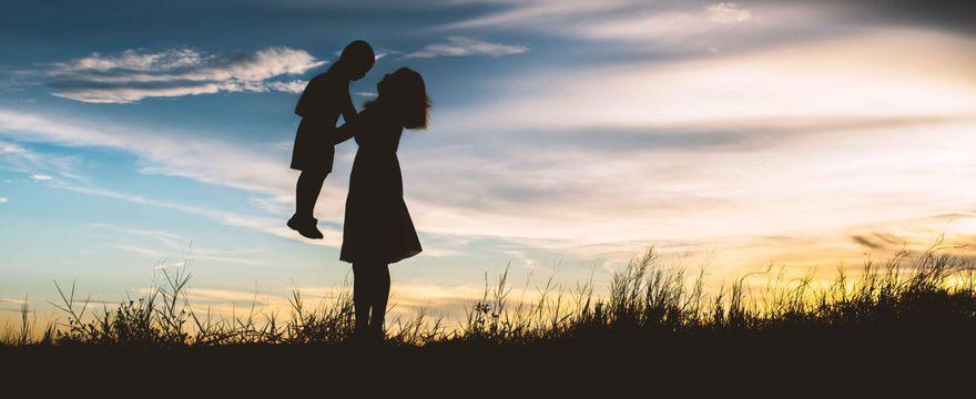 Mama poza systemem – karmi pięcioletniego syna piersią i nie szczepi dzieci