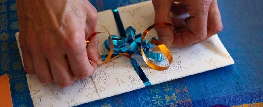 Jak wypisać kartkę na Komunię 2020: ŁADNE ŻYCZENIA i cytaty dla dziecka